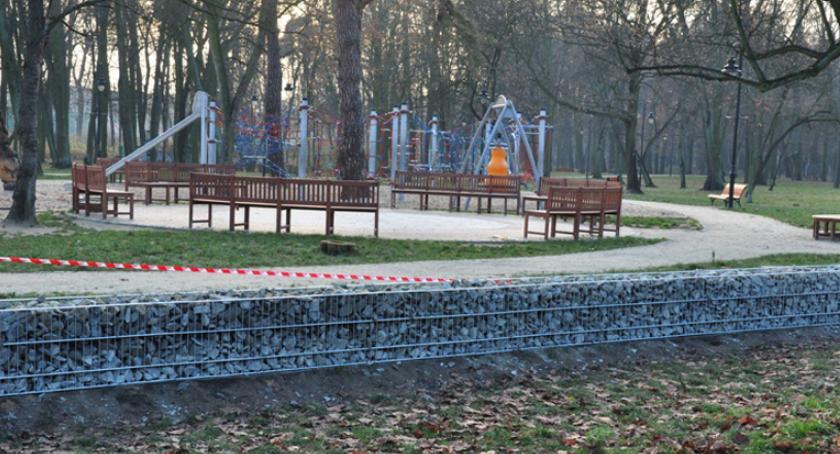 inwestycje, parku brwinowskim powstają gabiony - zdjęcie, fotografia