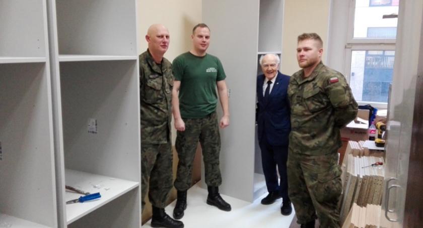 akcje charytatywne , Międzypokoleniowa współpraca żołnierzy kombatantami - zdjęcie, fotografia
