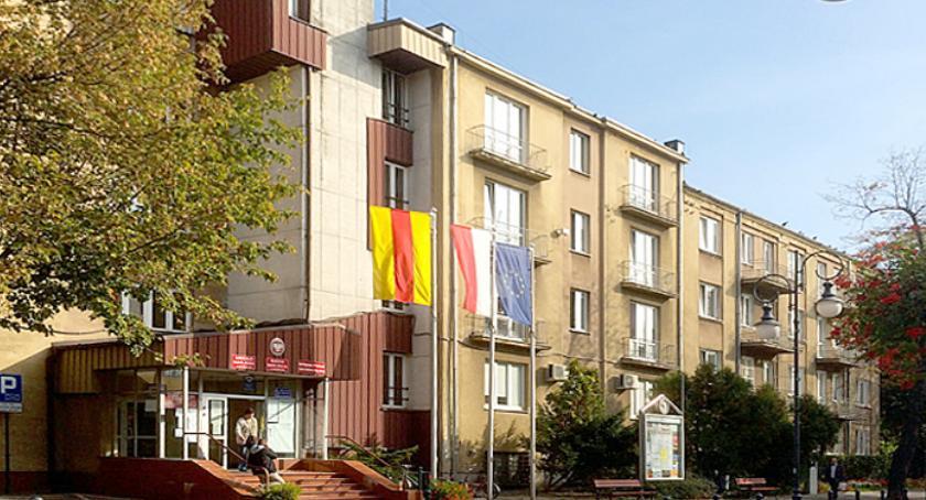 bezpieczeństwo, Alarm bombowy Pruszkowie ewakuacja Urzędu Miasta - zdjęcie, fotografia