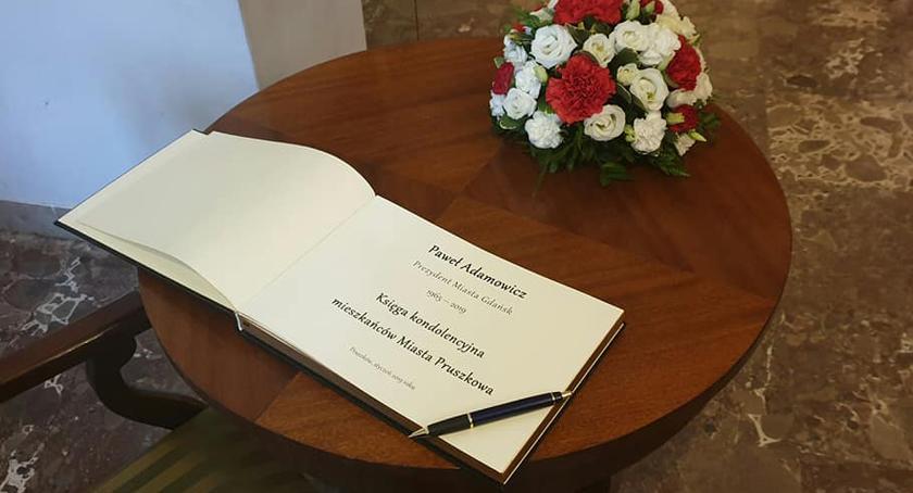 urzędy i administracja , Księga kondolencyjna Mieszkańców Pruszkowa uczcimy pamięć Pawła Adamowicza - zdjęcie, fotografia