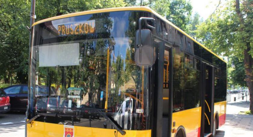 komunikacja, rozkład jazdy pruszkowskich autobusów linii - zdjęcie, fotografia