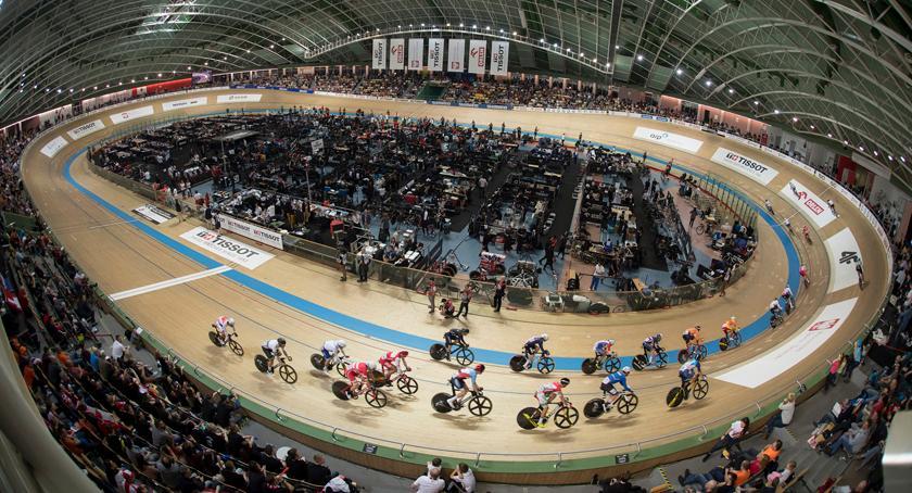 kolarstwo, zawodników krajów blisko rowerów ponad kół - zdjęcie, fotografia