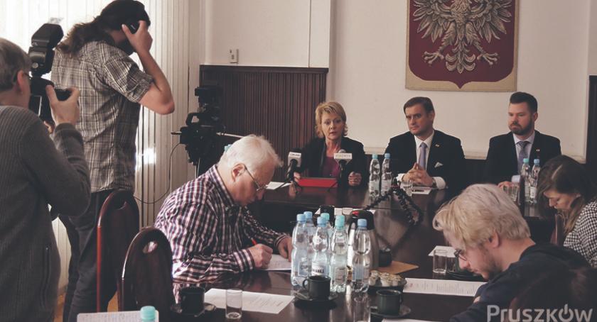 urzędy i administracja , urzędowania prezydenta Pruszkowa Pawła Makucha - zdjęcie, fotografia