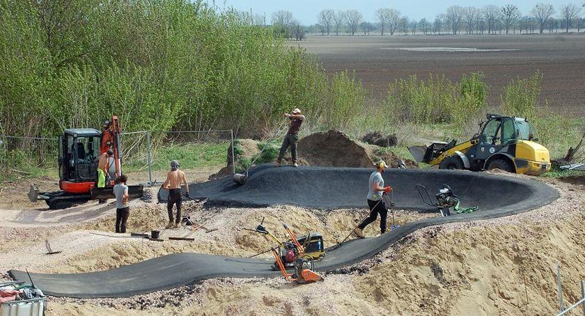 inwestycje, Ruszyła budowa torów pumptruck - zdjęcie, fotografia