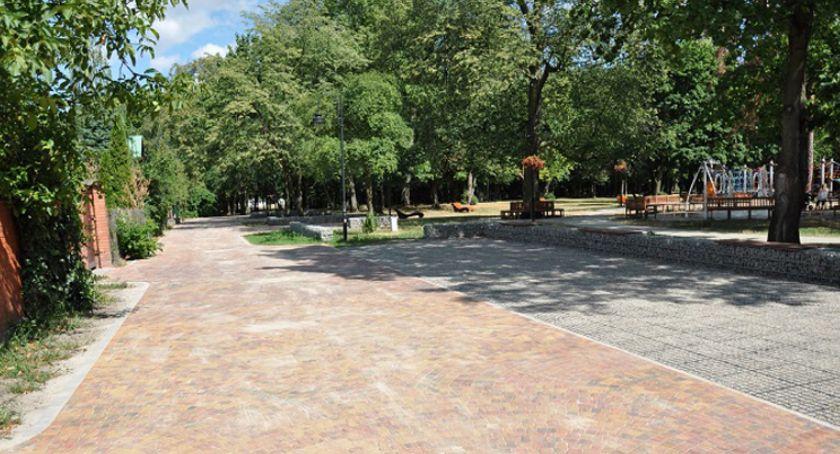 inwestycje, droga brwinowskim parku miejskim - zdjęcie, fotografia