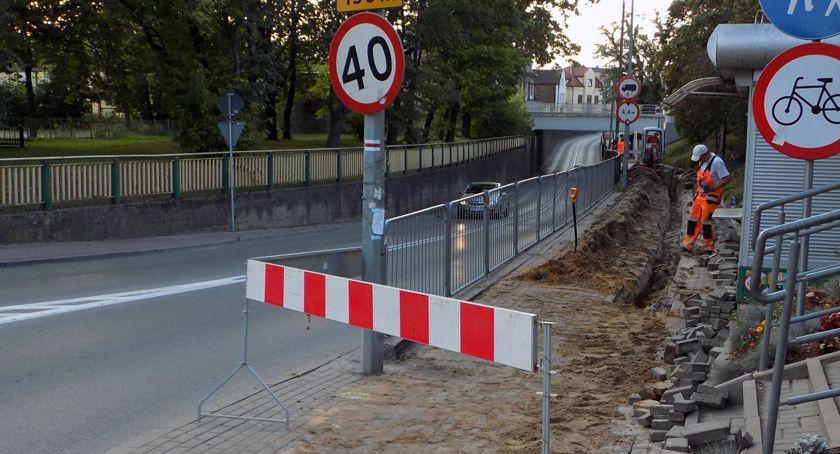 inwestycje, Remont chodnika tunelem Brwinowie - zdjęcie, fotografia