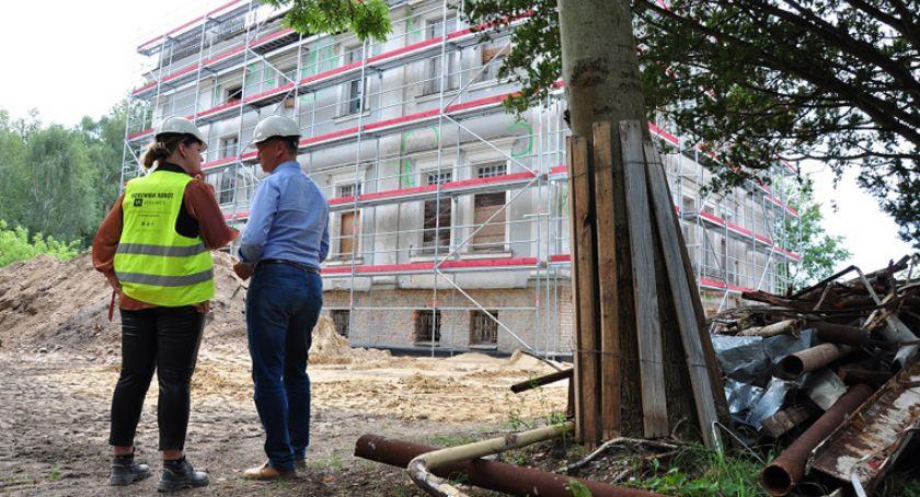 inwestycje, Kontynuacja remontowych pałacu Brwinowie - zdjęcie, fotografia