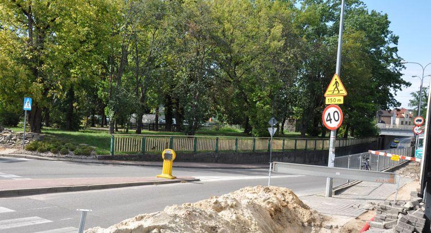 komunikacja, Brwinów zmiana organizacji ruchu tunelu - zdjęcie, fotografia