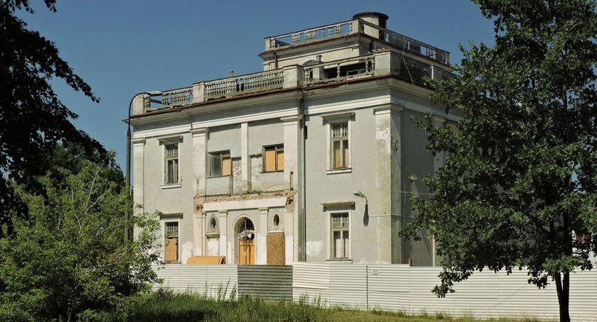 powiat , remonty zabytków okolic Warszawy między innymi remont Pałacu Brwinowie - zdjęcie, fotografia