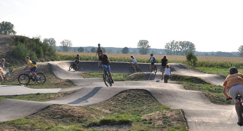 sport szkolny, Wszyscy pumptrack Brwinowie - zdjęcie, fotografia