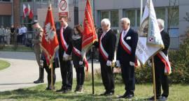 Szkoły przy ul. Gomulińskiego w Pruszkowie uczciły katyńską rocznicę