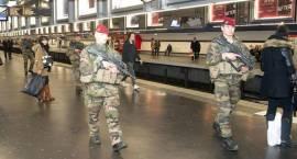 Ponad tysiąc żołnierzy w rejonie Paryża. Stan alarmowy trwa