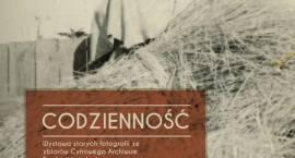 """Wystawa starych fotografii """"Codzienność"""" w Raszynie"""