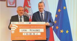 """""""Parkuj i jedź"""" - blisko 1,2 mln zł unijnego dofinansowania dla gminy Michałowice"""