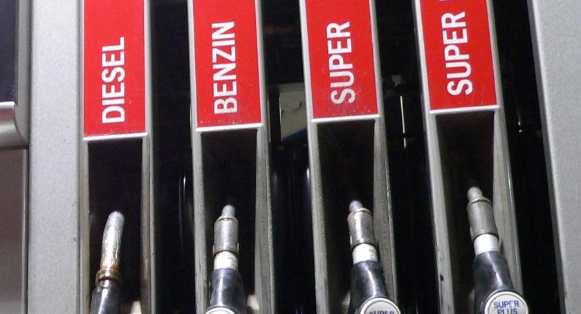 Motoryzacja, Początek spokojny tygodniu kierowców czekają podwyżki paliw - zdjęcie, fotografia