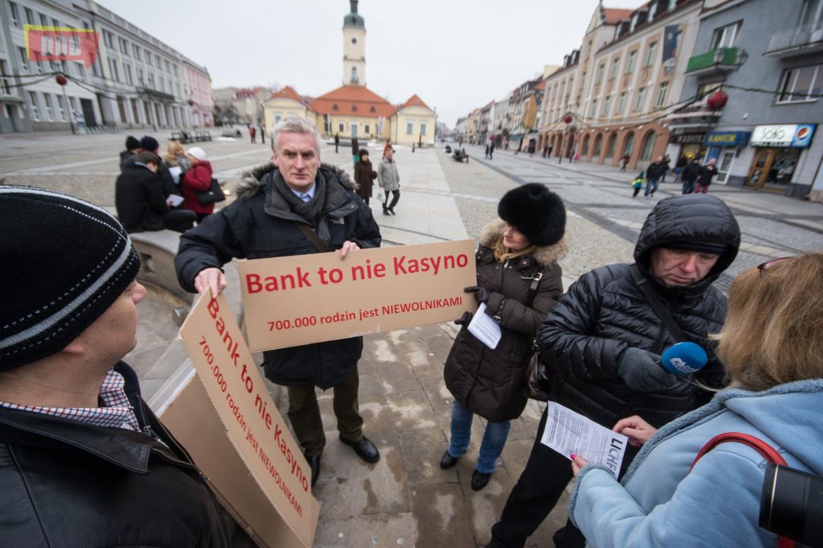 Wiadomości, Frankowicze manifestowali Białymstoku pierwszy - zdjęcie, fotografia