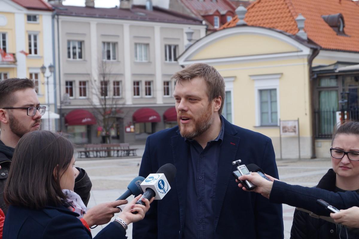 Wiadomości, Zandberg zabiera głos sprawie wydarzeń Białymstoku apeluje Truskolaskiego - zdjęcie, fotografia