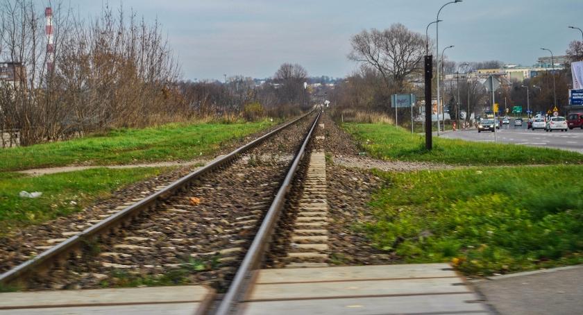 Wiadomości, Zamiast kolei miejskiej torów ciągnąć będzie czteropasmówka - zdjęcie, fotografia