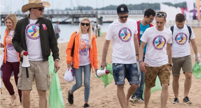 Styl życia, Chajzer Jankesem wyruszyli czyścić plaże - zdjęcie, fotografia