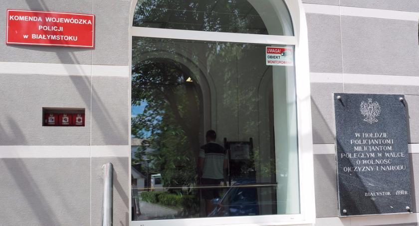 Wiadomości, Tablica oddająca hołd milicjantom będzie dziś zdemontowana - zdjęcie, fotografia