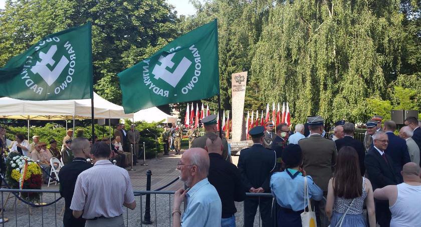 Wiadomości, rocznicę wybuchu Powstania Warszawskiego Białymstoku przerwano uroczystości - zdjęcie, fotografia