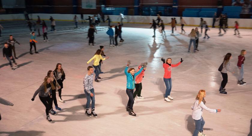 Sport, lodowisku pojeździsz taniej tylko czwartku - zdjęcie, fotografia