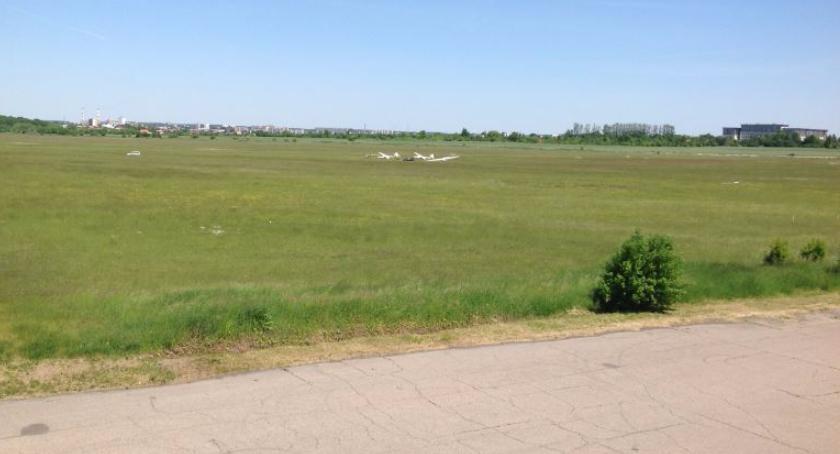 Felietony, gmina Brednie czyli Krywlany sondaże marsze - zdjęcie, fotografia