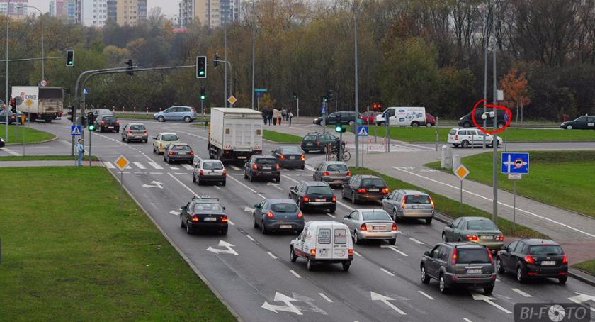 Motoryzacja, Coraz więcej samochodów pomysłów ograniczenie zjawiska - zdjęcie, fotografia