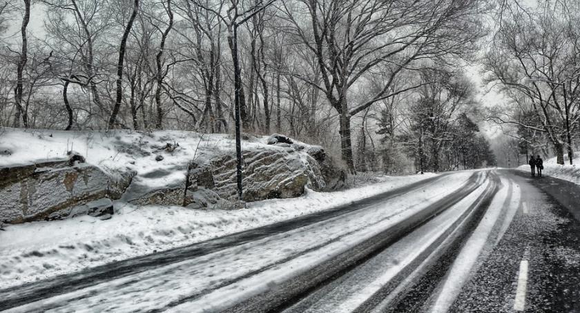 Motoryzacja, Bądź przygotowany opady śniegu mróz śliskie drogi - zdjęcie, fotografia