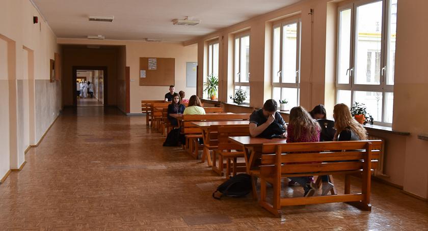 Gospodarka, Pracowników coraz mniej Pracodawcy szukają szkołach - zdjęcie, fotografia