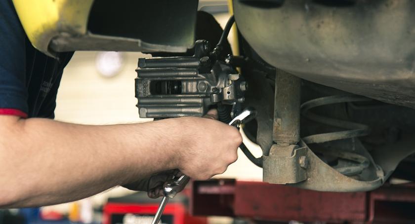 Motoryzacja, Części samochodowe była kontrola wyniki - zdjęcie, fotografia