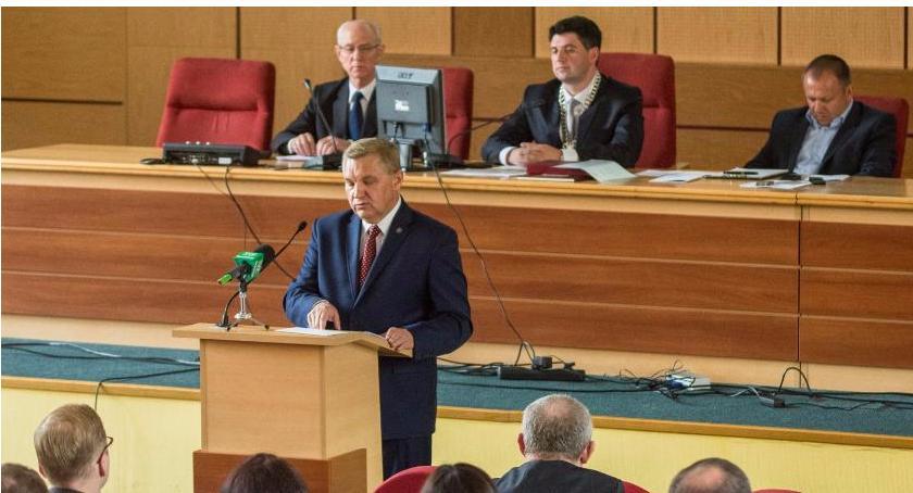 Wiadomości, odrzucił wniosek kasacyjny prezydenta Pieniądze znów błoto - zdjęcie, fotografia