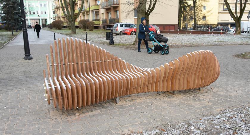 Wiadomości, Ławka która cieszy pojawiła przestrzeni Białegostoku - zdjęcie, fotografia