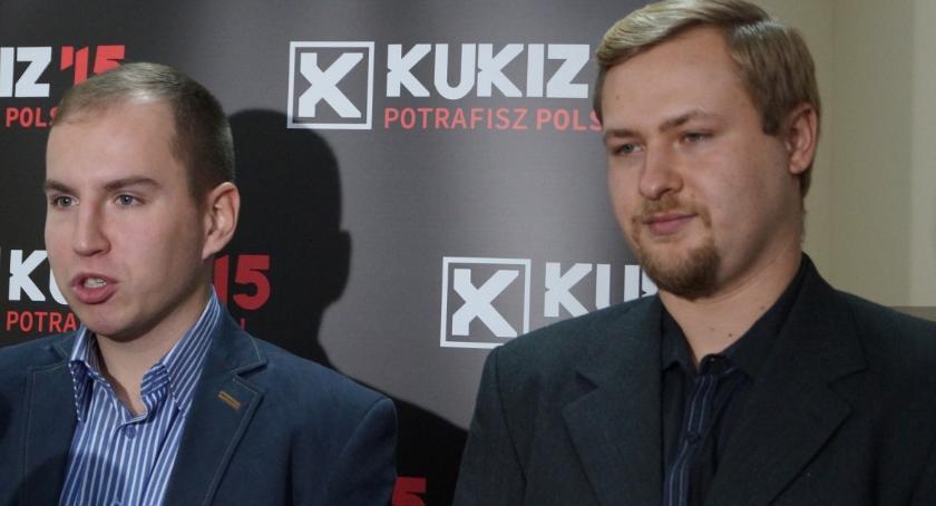 Wiadomości, Koniec podlaskim Kukiz`15 Działacze rezygnacjach maszerują Andruszkiewicza - zdjęcie, fotografia