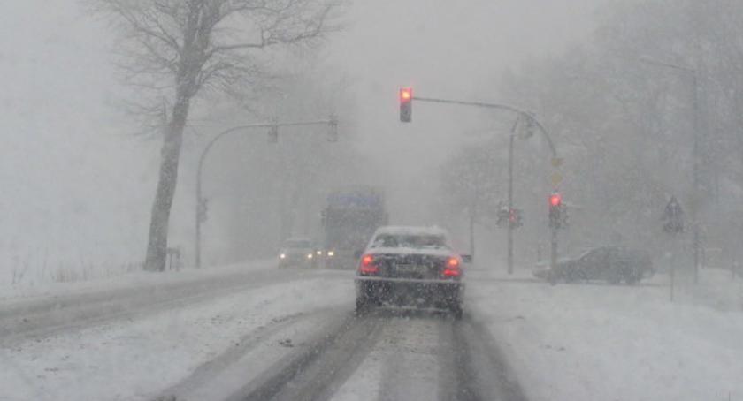 Wiadomości, czwartek zaatakuje jeszcze ostrzej ostrzega przed śnieżycami silnym wiatrem opadami - zdjęcie, fotografia