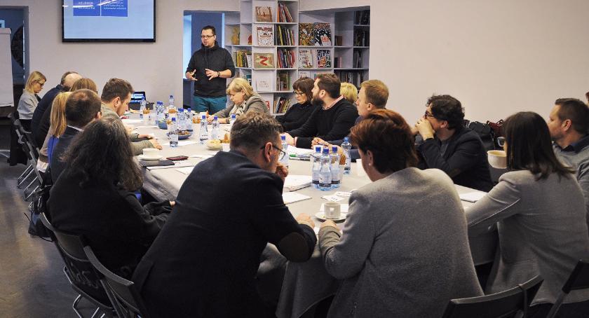 Kultura, Galerii Arsenał debatowano programem kulturalnym Białegostoku - zdjęcie, fotografia