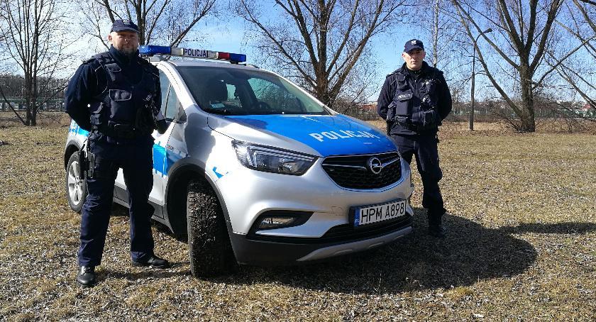 Wiadomości, Policjanci zapobiegli samobójstwu Białymstoku - zdjęcie, fotografia