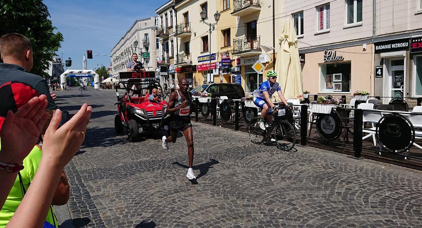 Wiadomości, tylko kierowcy przeklinali biegaczy - zdjęcie, fotografia