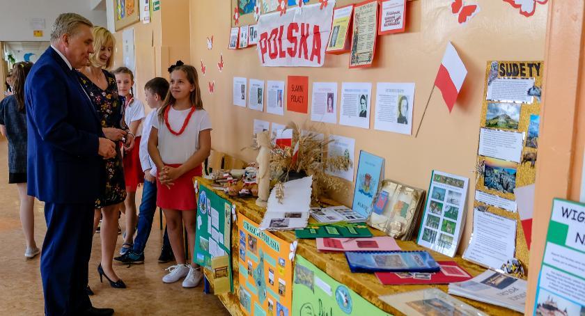 Wiadomości, Białostoccy uczniowie dobrze spisali konkursie plastycznym - zdjęcie, fotografia