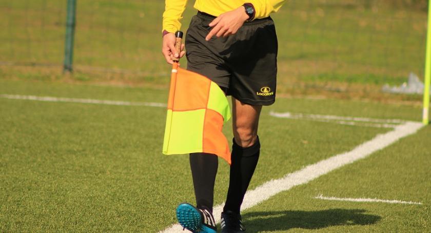 Piłka nożna, postępowanie sprawie próby wręczenia łapówki przed meczem - zdjęcie, fotografia