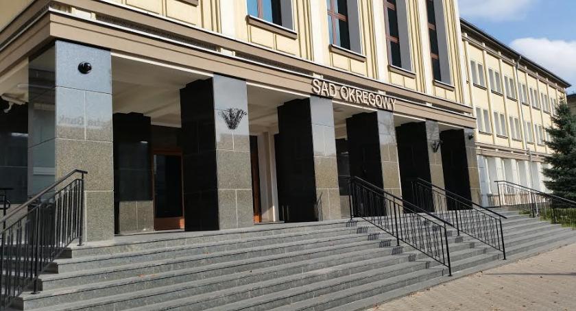 Wiadomości, Pięć więzienia księdza zgwałcenie nieletniej - zdjęcie, fotografia