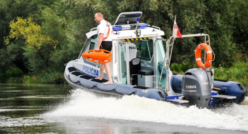 Motoryzacja, Pijany grajewianin pływał jeziorze rajgrodzkim - zdjęcie, fotografia