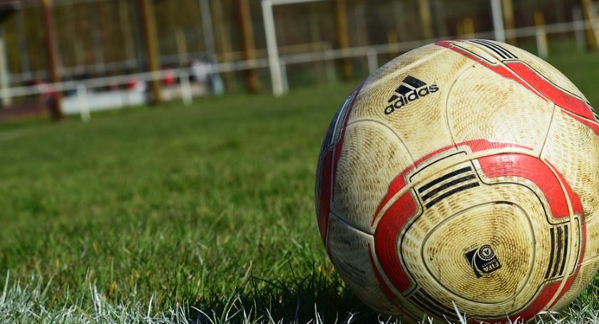 Piłka nożna, Kontuzje kontuzje odwołuje sparing skraca zgrupowanie - zdjęcie, fotografia