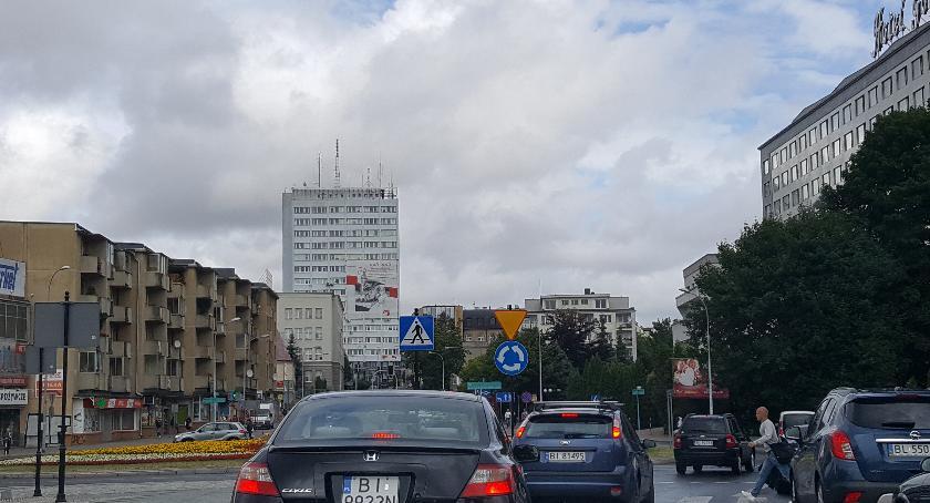 Motoryzacja, Trudności wyjazdem ulicy Mickiewicza niekończąca opowieść - zdjęcie, fotografia
