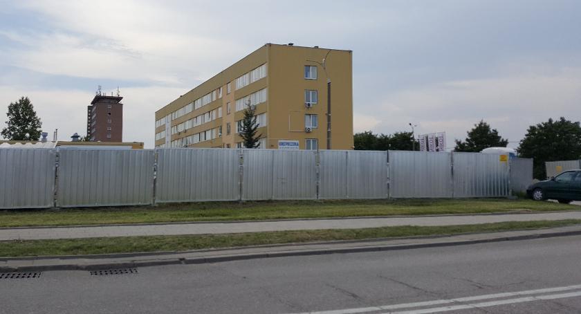 Wiadomości, ogrodzeniem buduje - zdjęcie, fotografia