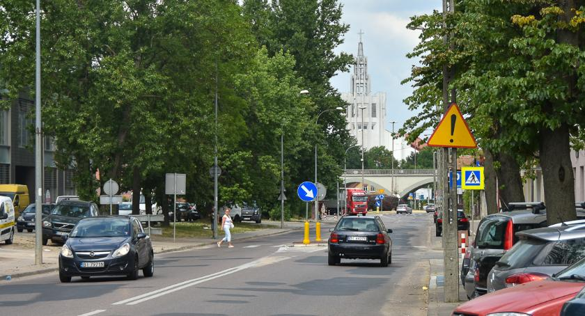 Wiadomości, Ponad drzew pójdzie piłę Jurowieckiej - zdjęcie, fotografia
