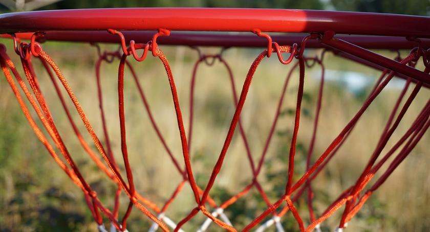 Sport, Koszykówka Żubry szósty zwycięskie - zdjęcie, fotografia
