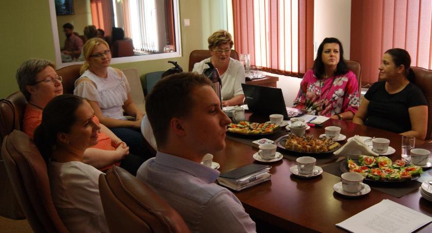 Wiadomości, Zachęcają zatrudniania osób pięćdziesiątce - zdjęcie, fotografia