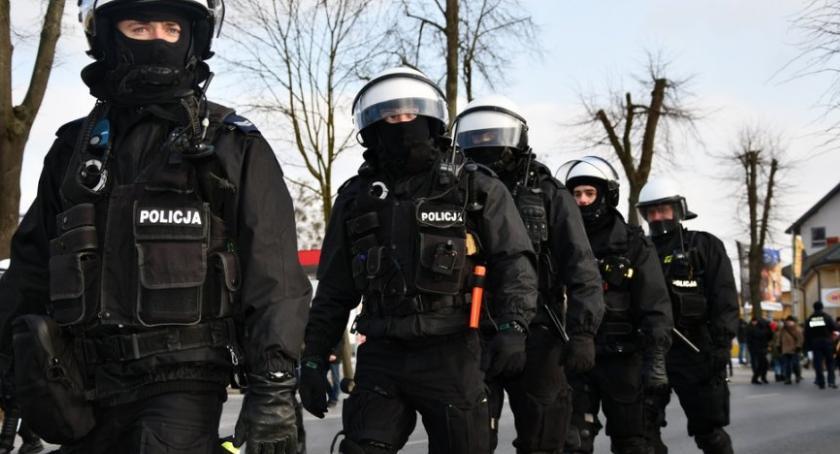 """Wiadomości, """"Psia grypa"""" Policji ulice wyjdą biurek - zdjęcie, fotografia"""