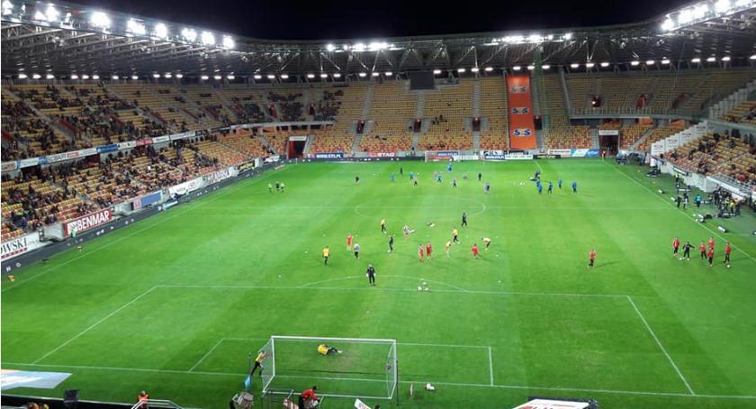 Piłka nożna, Jagiellonia kontra patriotycznie remisowo - zdjęcie, fotografia